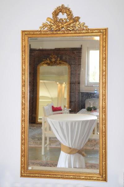 reich verzierter spiegel aus dem 19. jahrhundert