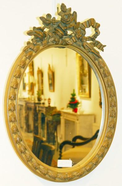 antiker ovaler Spiegel mit fein gearbeitetem Rand