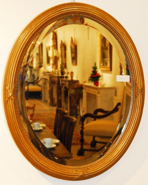 fein gearbeiteter ovaler spiegel