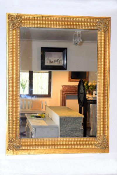 wunderschön gearbeiteter goldener spiegel