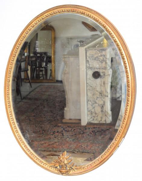 schöner,verzierter ovaler Spiegel aus dem Pariser Raum
