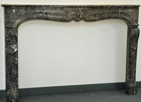 grau-weißer marmorkamin ca. 1710
