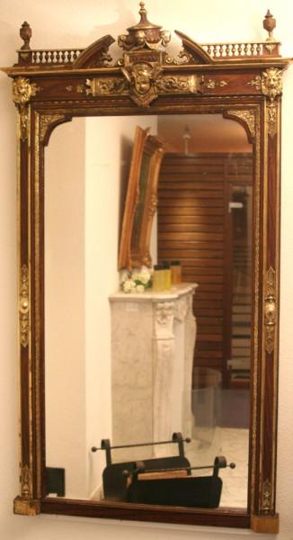 reich verzierter, goldener spiegel aus dem 19. jahrhundert