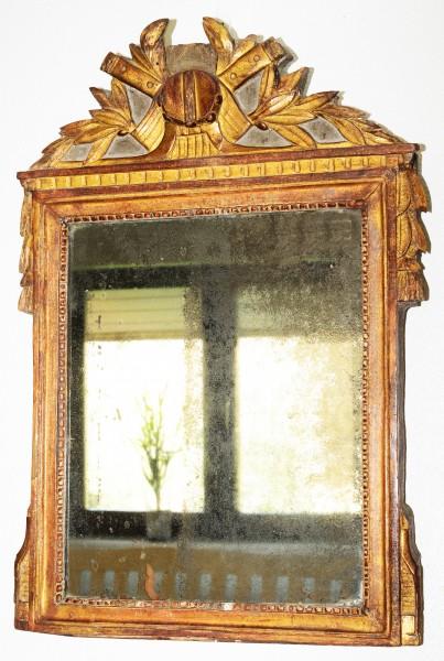 fein gearbeiteter spiegel aus dem frühen 18. jahrhundert