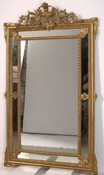 wunderschöner verzierter goldener spiegel