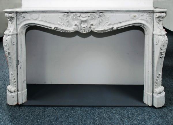 reich verzierter carrara-weißer marmorkamin