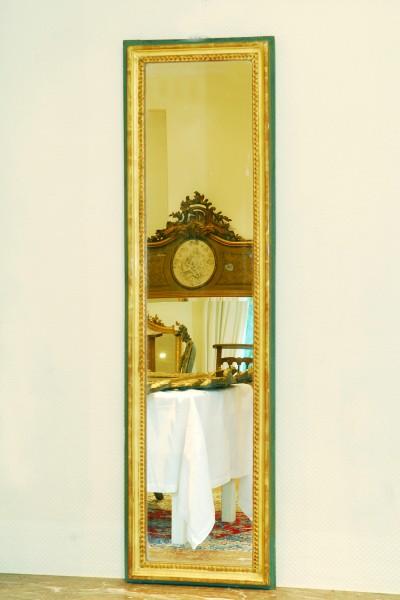 schöner und schlichter schmaler spiegel