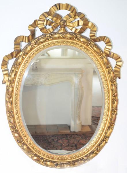 fein gearbeiteter ovaler spiegel aus dem 19. jahrhundert