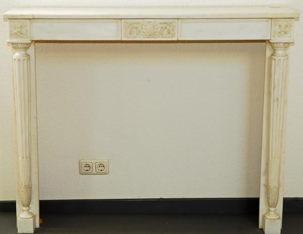 weißer marmorkamin mit säulen aus der präsidentensuite