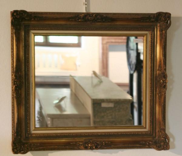 verzierter Spiegel aus dem 19. Jahrhundert