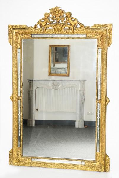 aufwendig gearbeiteter, goldener spiegel aus dem 19. jahrhundert