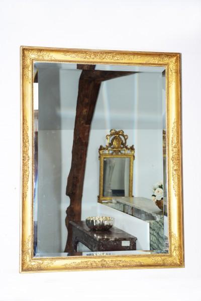 schön gearbeiteter goldener spiegel aus dem 18. jahrhundert