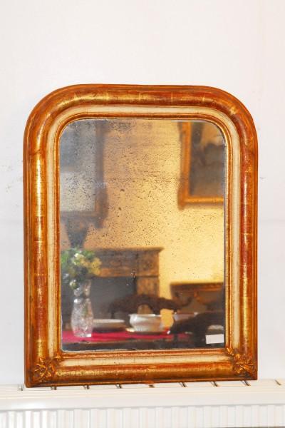 schlichter spiegel aus dem 18. jahrhundert