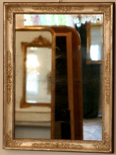 silberner, schlichter, schöner spiegel