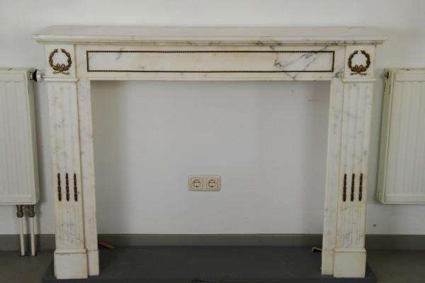 Stil: Louis XVI, Farbe: weiß,  Ausführung: Marmor