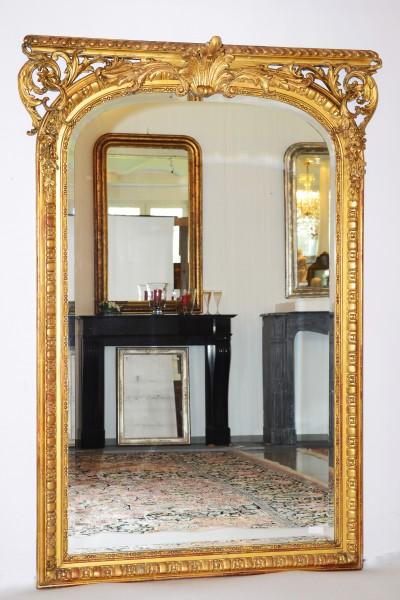 fein gearbeiteter, goldener spiegel aus dem 18. jahrhundert