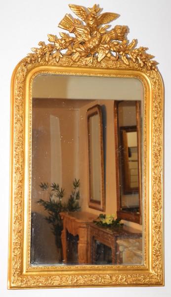 fein gearbeiteter, goldener spiegel aus dem 19. jahrhundert