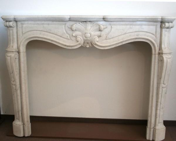 Stil: 2. Hälfte 19. Jahrhundert, Farbe: weiß mit grauen Einschlüssen, Ausführung: Marmor