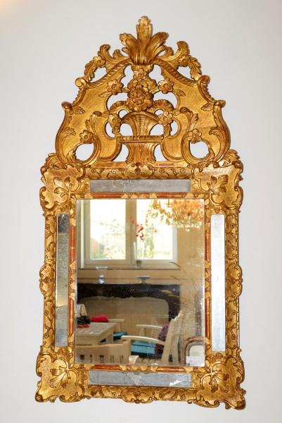 wunderschön gearbeiteter goldener spiegel aus dem 18. jahrhundert
