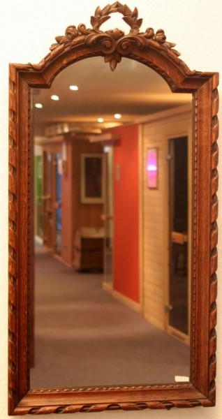 schön gearbeiteter  spiegel mit holzrahmen aus dem 19. jahrhundert