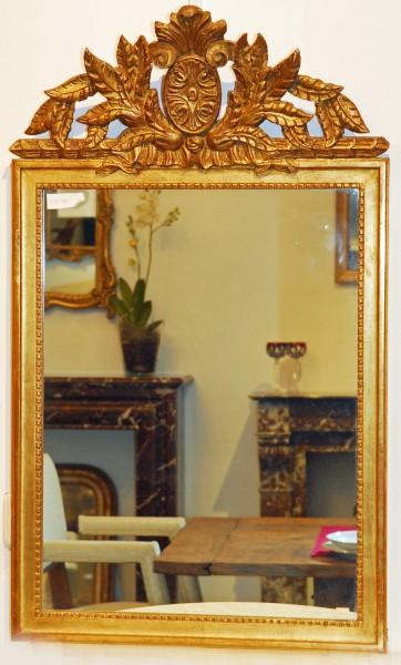 reich verzierter goldener spiegel