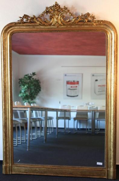 schlichter, goldener spiegel aus dem 18. jahrhundert