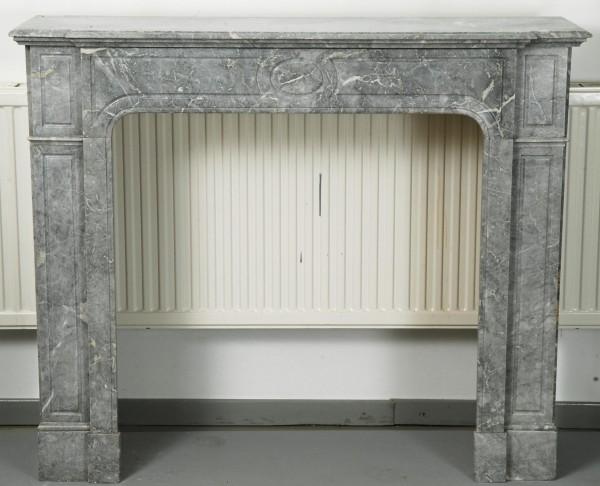 Stil: Pompadour XVI, Farbe: grau, beige und weißen Einschlüssen,  Ausführung: Marmor