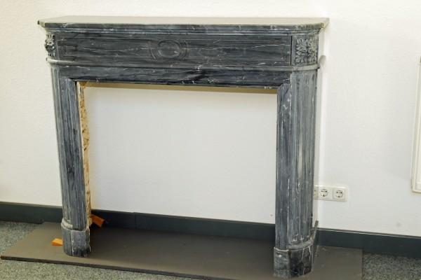 Stil: Louis XIII, Farbe: grau,  Ausführung: Marmor