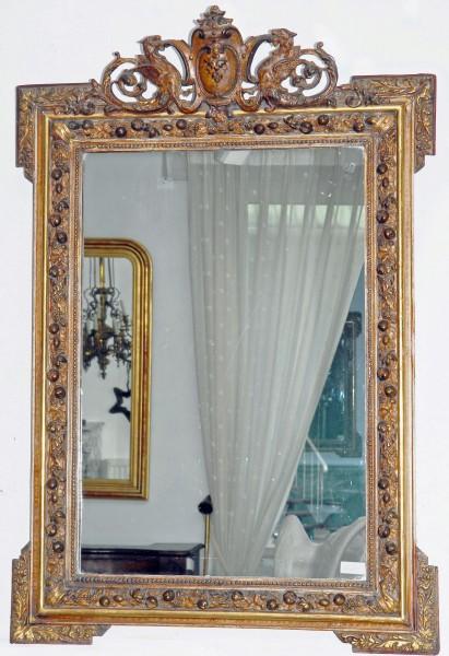 fein gearbeiteter goldener spiegel aus dem 18. jahrhundert