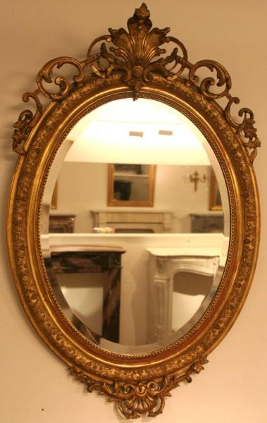 reich verzierter ovaler spiegel