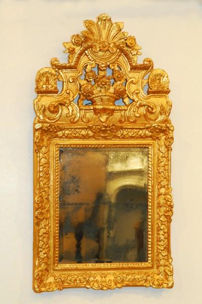 reich verzierter Spiegel aus dem 18.jahrhundert mit quecksilberverglasung