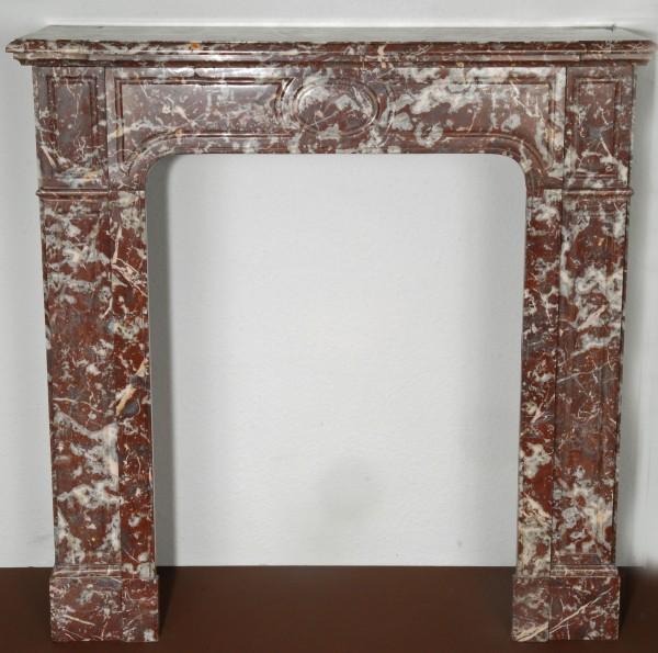 braun-grauer marmorkamin